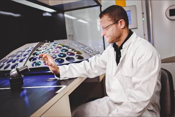 Essilor laboratoire centre expertise des verres de lunettes